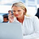Businessfrau beim Outlook optimal einrichten